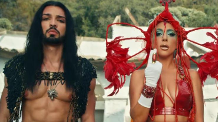 """Lady Gaga lança clipe de """"911"""" e traz referência com The Witcher"""